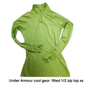 Under Armour cool gear fitted 1/2 zip top xs